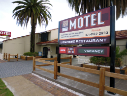 Burke and Wills Motor Inn - Accommodation Kingaroy South Burnett Qld