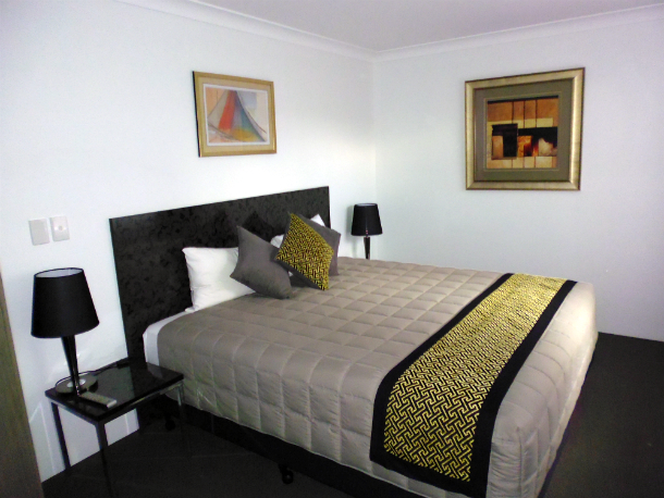 Queen Bed Accommodation at Burke and Wills Motor Inn Kingaroy